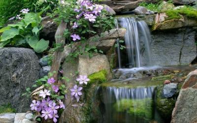 DIY Backyard Waterfall | How to Build a Backyard Pondless ...